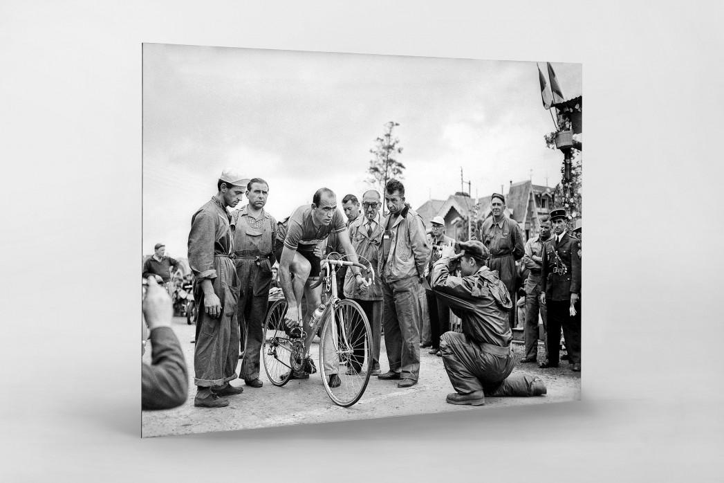 Vor der 7. Etappe bei der Tour 1951 als auf Alu-Dibond kaschierter Fotoabzug