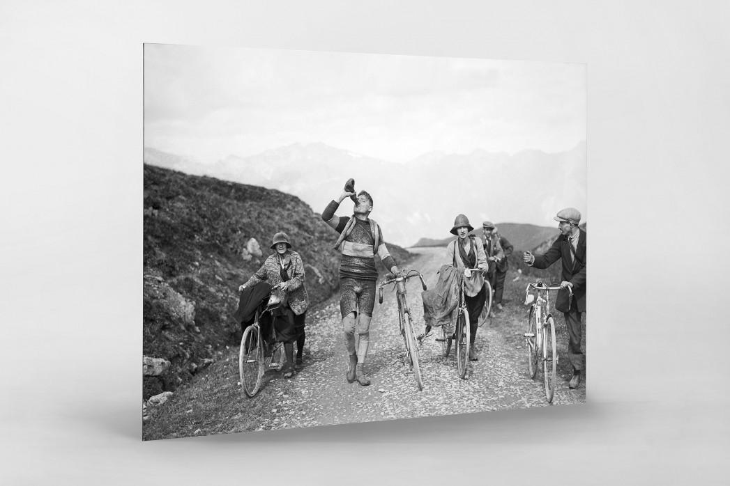 Trinkpause bei der Tour 1927 als auf Alu-Dibond kaschierter Fotoabzug