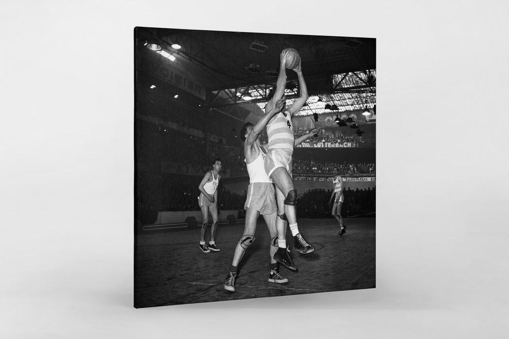 Basketball in Paris als Leinwand auf Keilrahmen gezogen