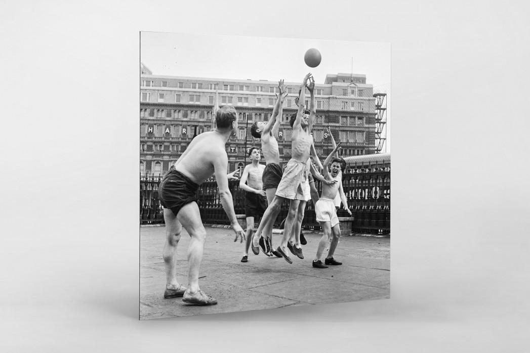 Ballspiel auf dem Schulhof (2) als auf Alu-Dibond kaschierter Fotoabzug