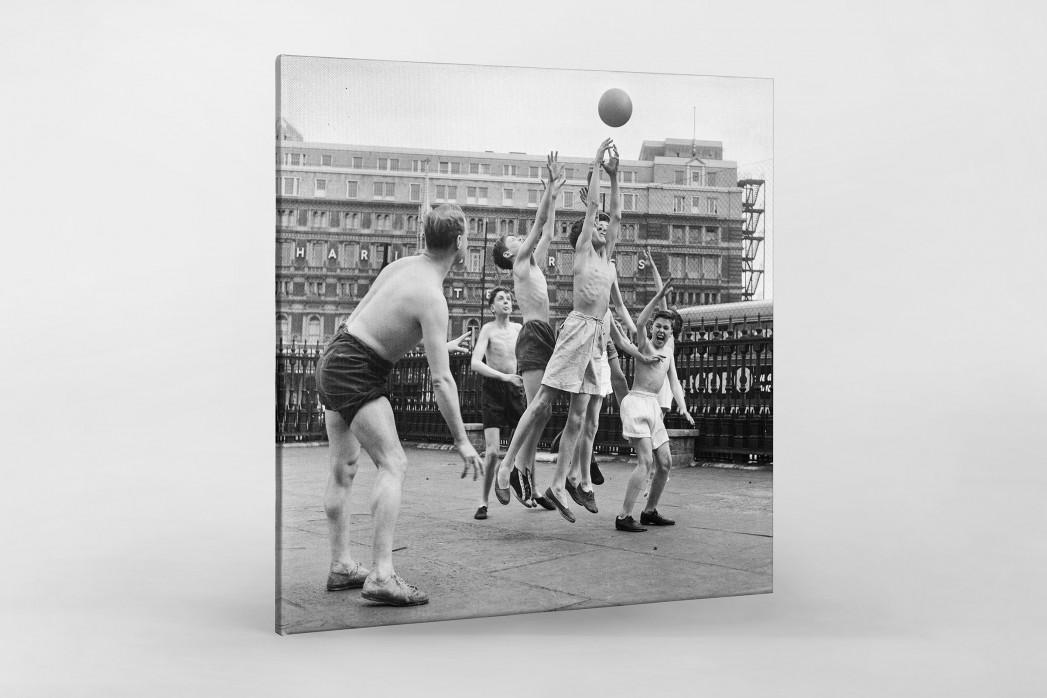 Ballspiel auf dem Schulhof (2) als Leinwand auf Keilrahmen gezogen