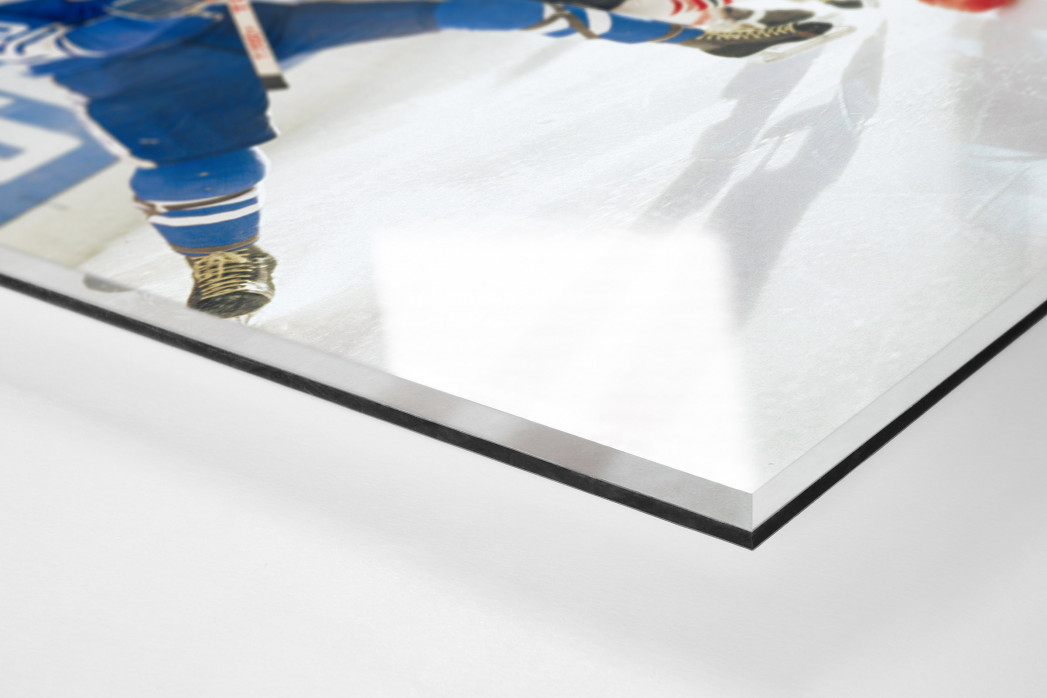 Kampf auf dem Eis als Direktdruck auf Alu-Dibond hinter Acrylglas (Detail)