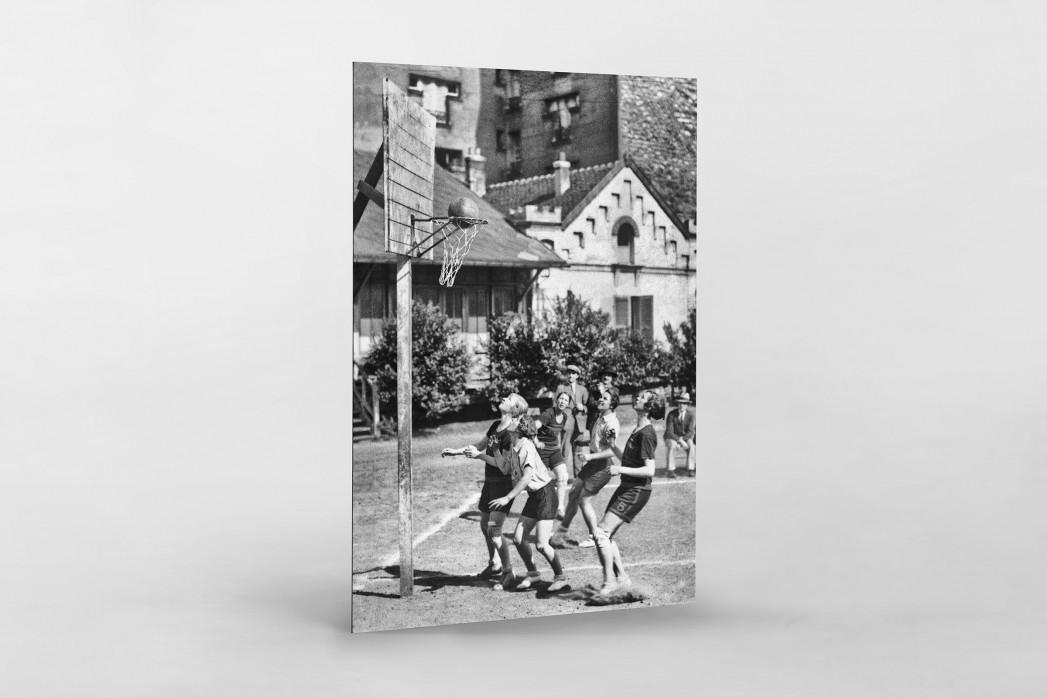 Basketball spielende Mädchen 1929 als auf Alu-Dibond kaschierter Fotoabzug