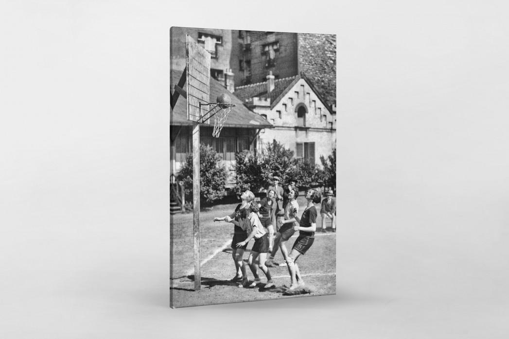 Basketball spielende Mädchen 1929 als Leinwand auf Keilrahmen gezogen