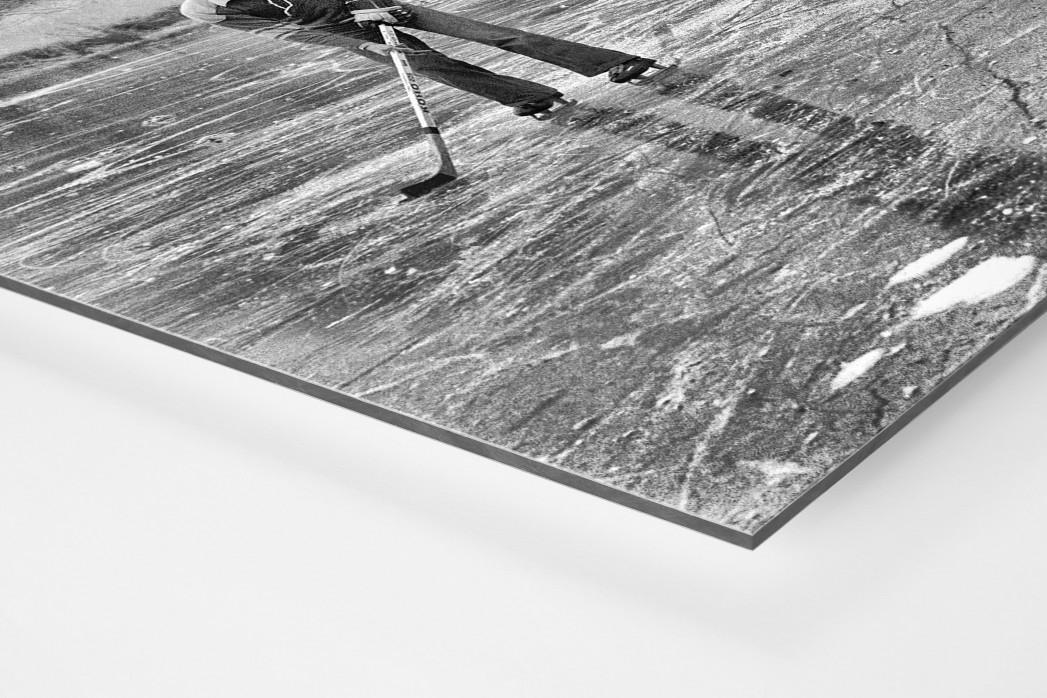 Eishockey draußen auf dem See als auf Alu-Dibond kaschierter Fotoabzug (Detail)