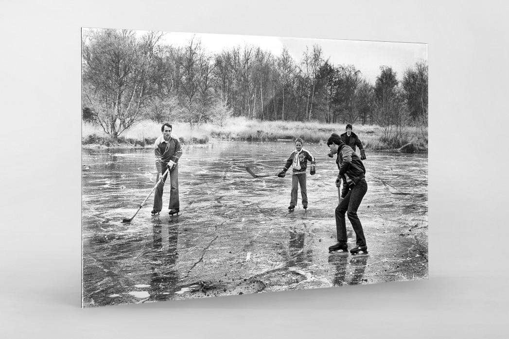 Eishockey draußen auf dem See als Direktdruck auf Alu-Dibond hinter Acrylglas