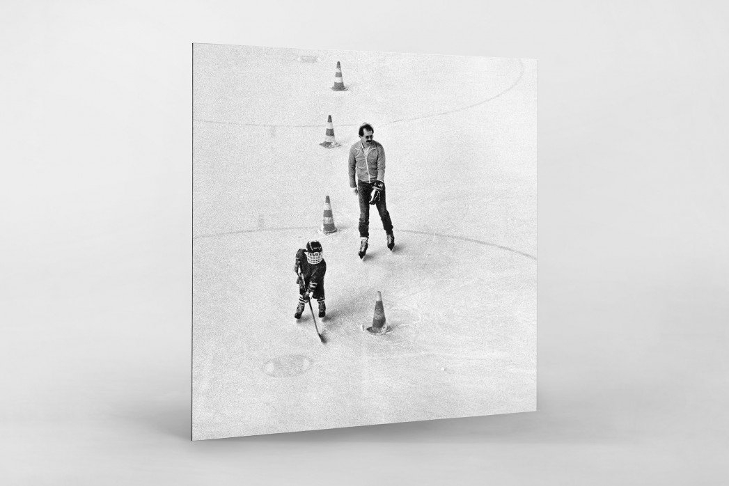 Eishockeynachwuchs in den Siebzigern als auf Alu-Dibond kaschierter Fotoabzug