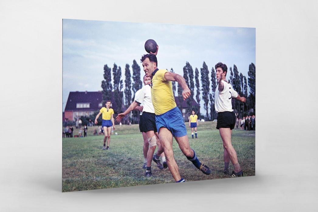 Feldhandball in den Sechzigern als auf Alu-Dibond kaschierter Fotoabzug