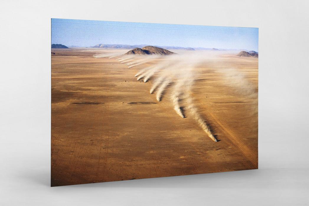 Autos im mauretanischen Sand als auf Alu-Dibond kaschierter Fotoabzug