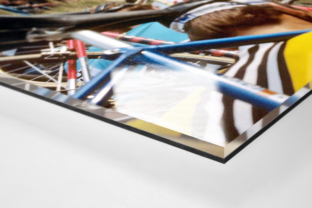 Fahrradtragen bei der Flandern-Rundfahrt als Direktdruck auf Alu-Dibond hinter Acrylglas (Detail)