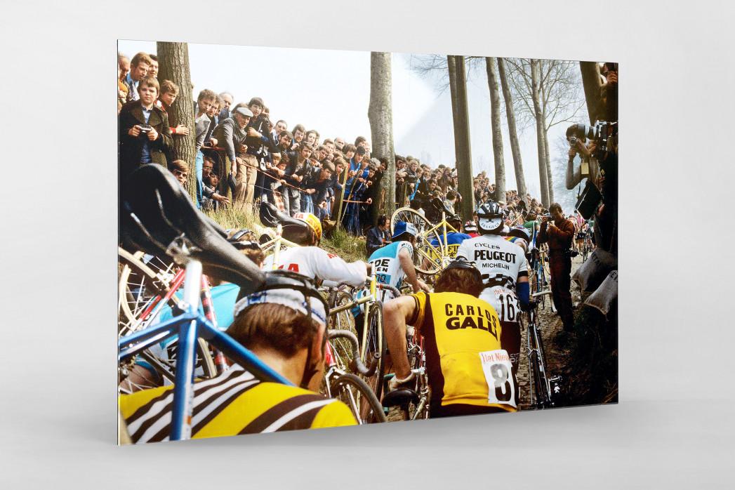 Fahrradtragen bei der Flandern-Rundfahrt als Direktdruck auf Alu-Dibond hinter Acrylglas