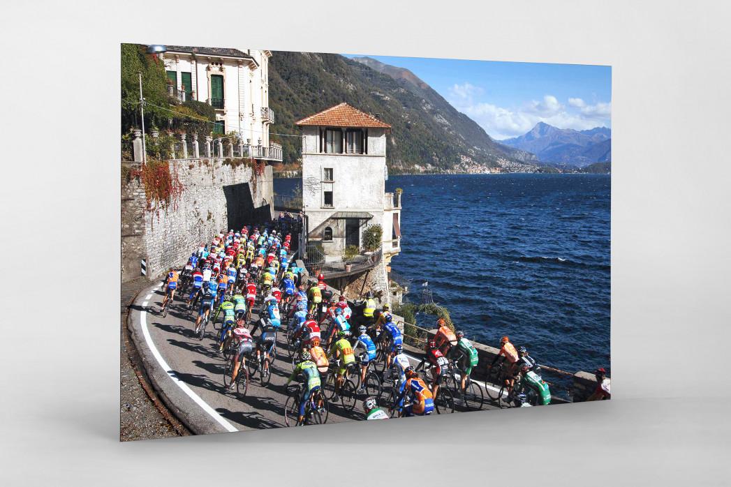 Hauptfeld und See bei Lombardei-Rundfahrt als auf Alu-Dibond kaschierter Fotoabzug