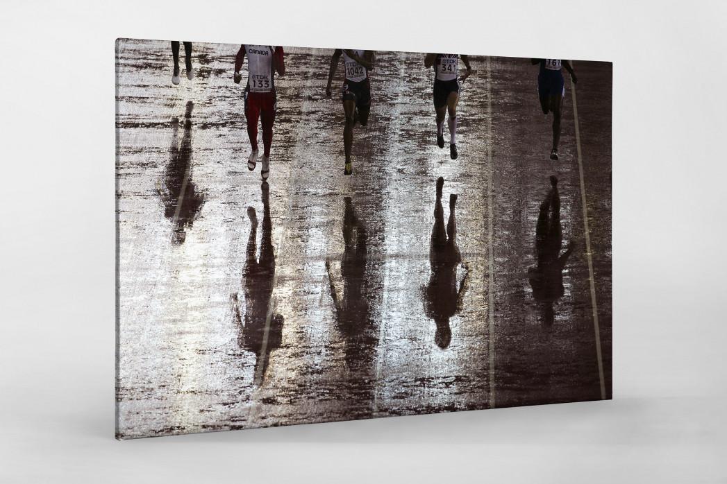 Läufer mit Schatten als Leinwand auf Keilrahmen gezogen