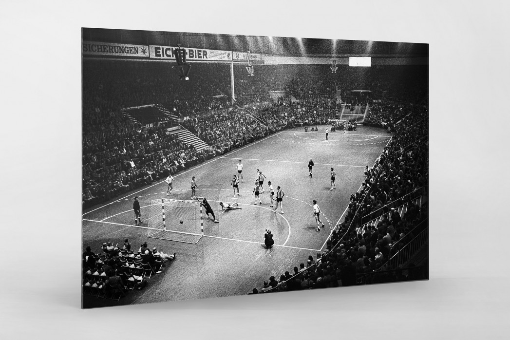 Handball in Kiel 1974 als Direktdruck auf Alu-Dibond hinter Acrylglas