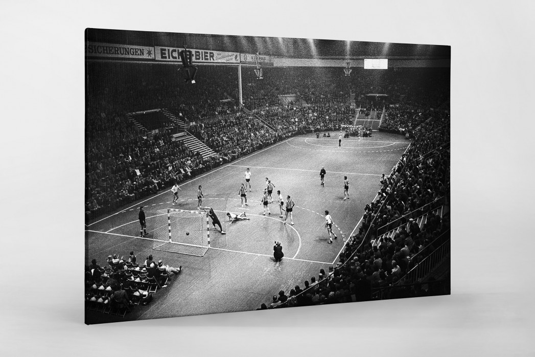 Handball in Kiel 1974 als Leinwand auf Keilrahmen gezogen