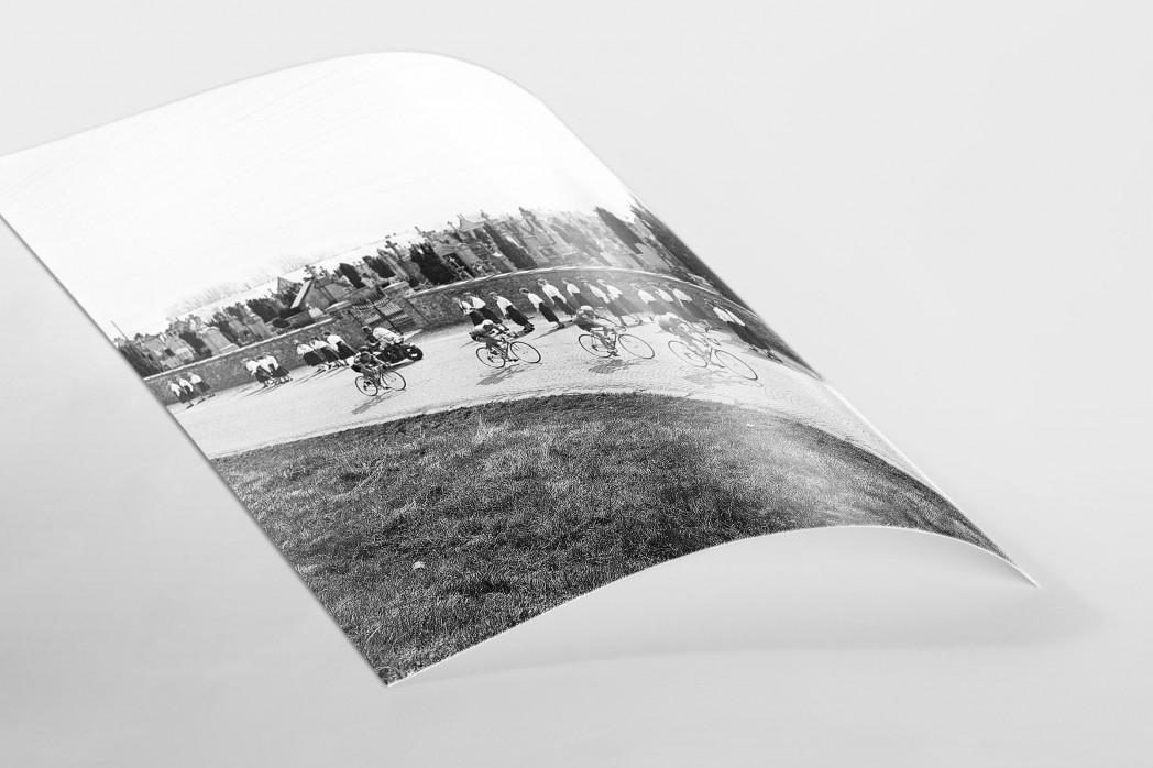 Vorbei am Friedhof bei Lüttich-Bastogne-Lüttich als FineArt-Print