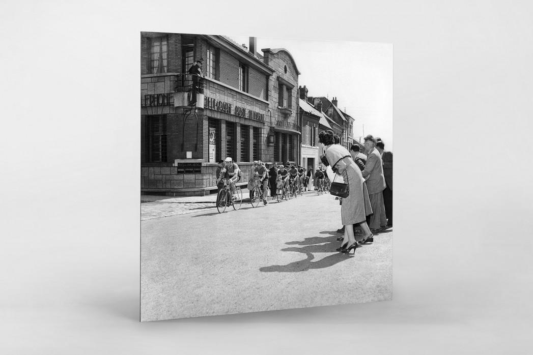 Vorbei am Postamt bei Paris-Roubaix als auf Alu-Dibond kaschierter Fotoabzug