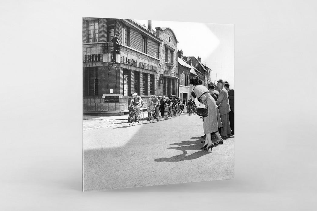 Vorbei am Postamt bei Paris-Roubaix als Direktdruck auf Alu-Dibond hinter Acrylglas