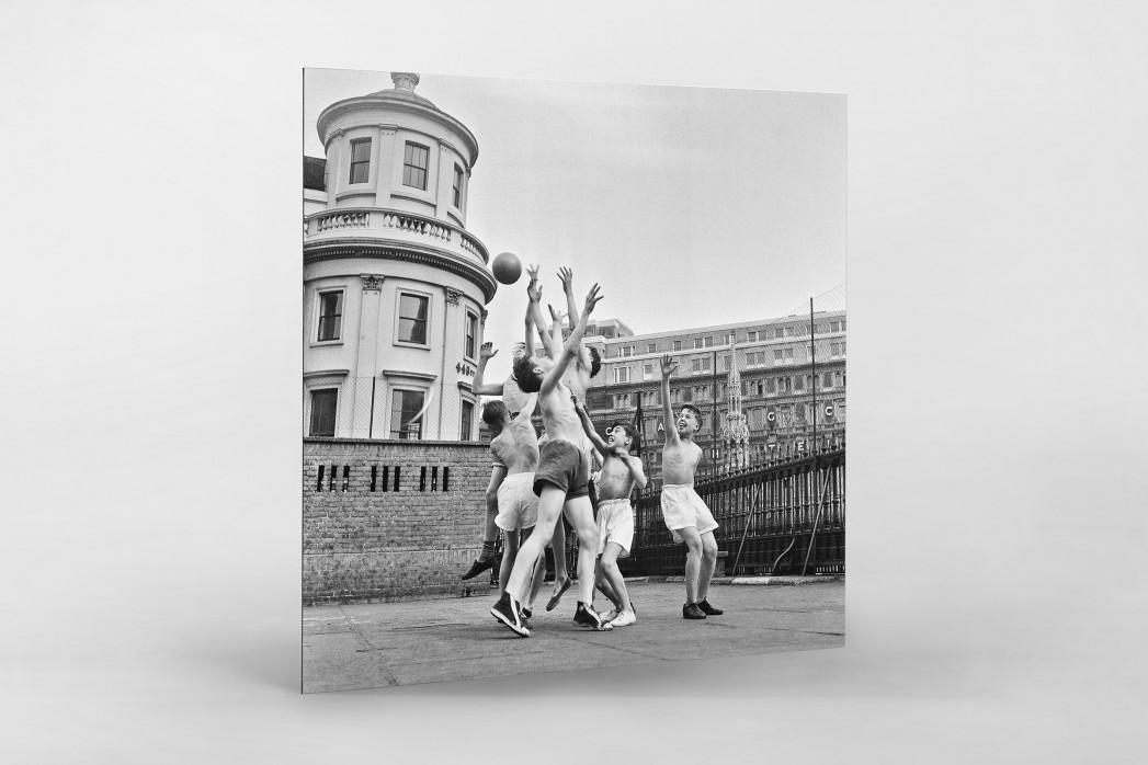 Ballspiel auf dem Schulhof (1) als auf Alu-Dibond kaschierter Fotoabzug
