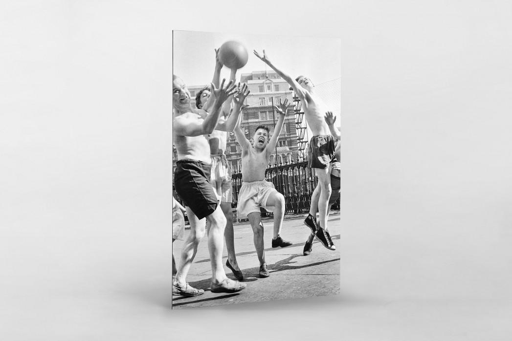 Ballspiel auf dem Schulhof (3) als auf Alu-Dibond kaschierter Fotoabzug
