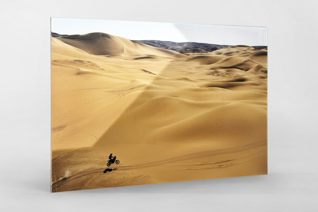 Motorrad im chilenischen Sand (1) als Direktdruck auf Alu-Dibond hinter Acrylglas