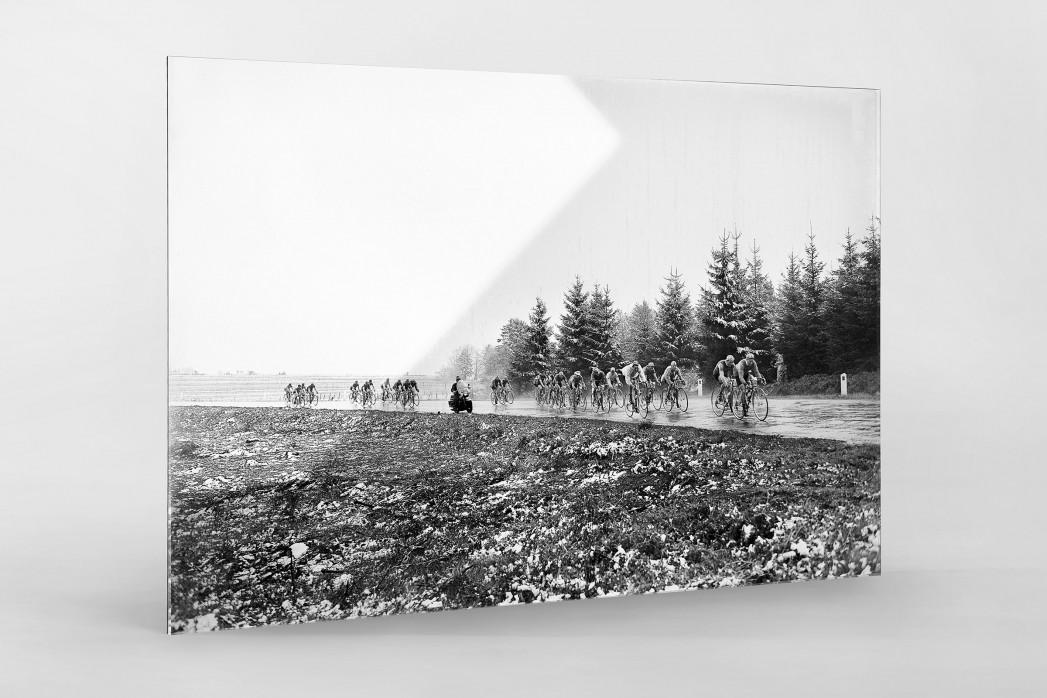 Um die Kurve bei Lüttich-Bastogne-Lüttich als Direktdruck auf Alu-Dibond hinter Acrylglas