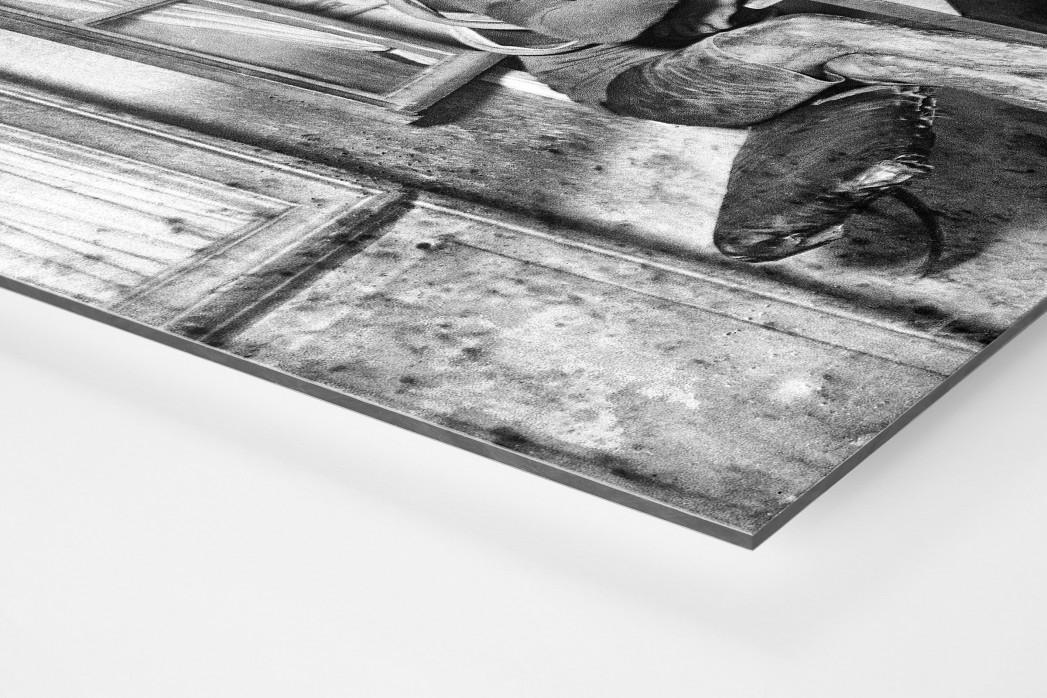 Rast im Wirtshaus bei der Tour 1922 als auf Alu-Dibond kaschierter Fotoabzug (Detail)