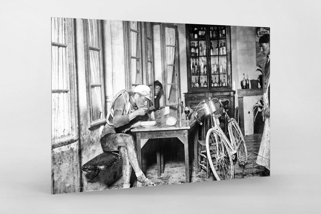 Rast im Wirtshaus bei der Tour 1922 als Direktdruck auf Alu-Dibond hinter Acrylglas