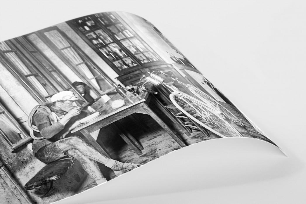 Rast im Wirtshaus bei der Tour 1922 als FineArt-Print