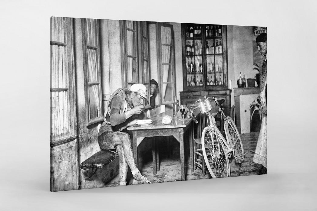Rast im Wirtshaus bei der Tour 1922 als Leinwand auf Keilrahmen gezogen