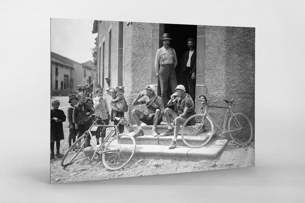 Ruhepause bei der Tour 1921 als auf Alu-Dibond kaschierter Fotoabzug
