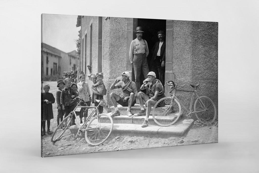 Ruhepause bei der Tour 1921 als Leinwand auf Keilrahmen gezogen