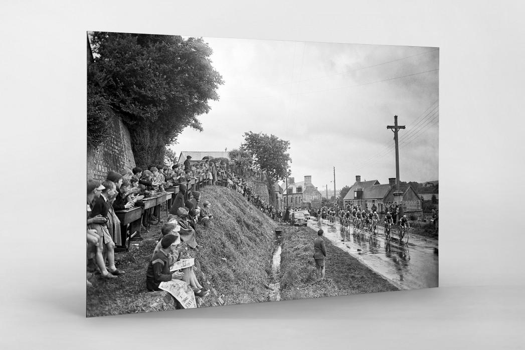 Schüler schauen die Tour 1958 als auf Alu-Dibond kaschierter Fotoabzug