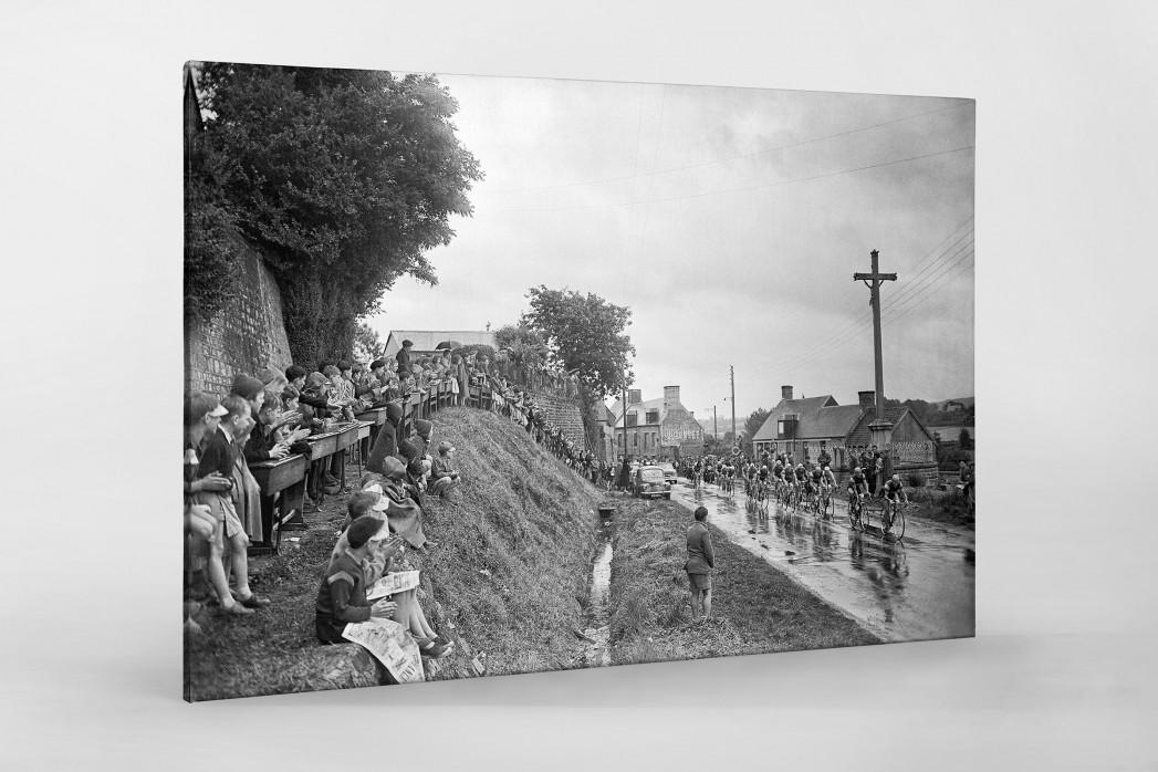 Schüler schauen die Tour 1958 als Leinwand auf Keilrahmen gezogen