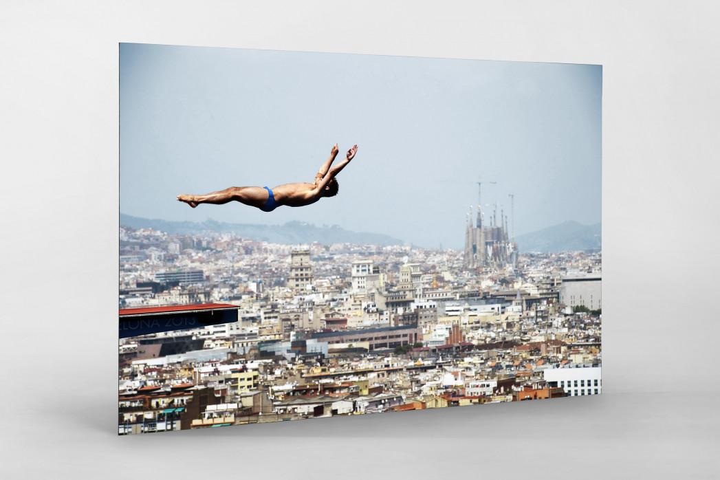 Turmspringen mit Blick auf Barcelona als auf Alu-Dibond kaschierter Fotoabzug