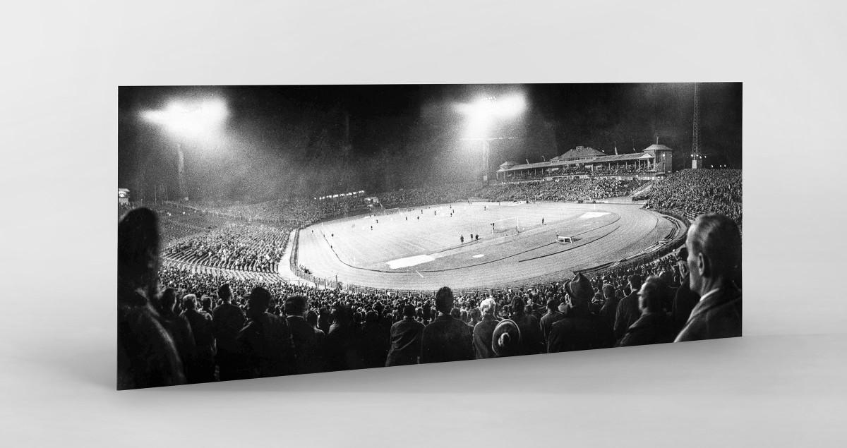 Frankfurter Waldstadion bei Flutlicht als auf Alu-Dibond kaschierter Fotoabzug