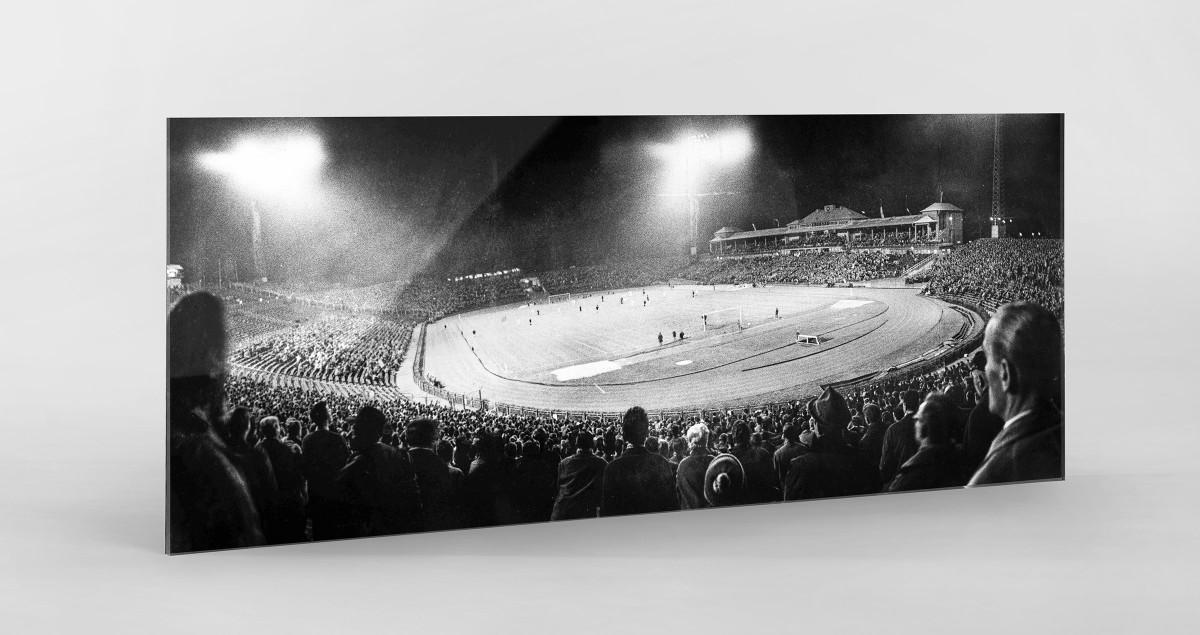 Frankfurter Waldstadion bei Flutlicht als Direktdruck auf Alu-Dibond hinter Acrylglas