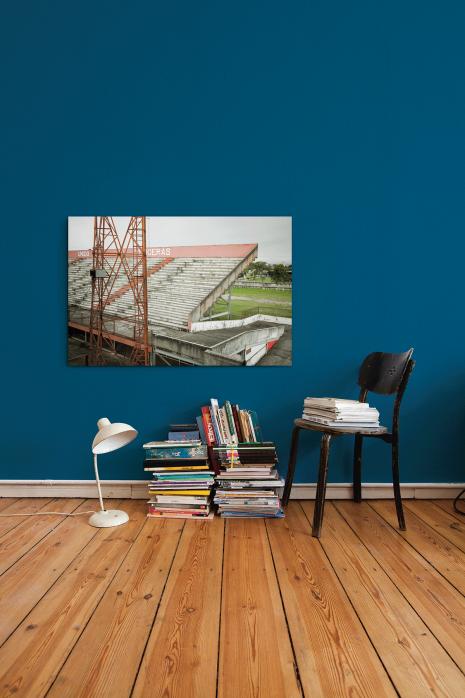 »Tribüne im Stadion Giulite Coutinho« an deiner Wand - 11FREUNDE BILDERWELT