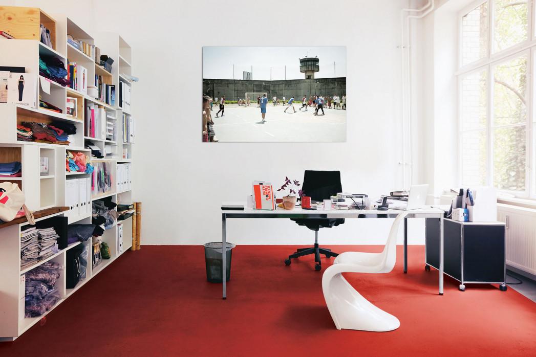 »Kicken im Knast« in deinem Büro - 11FREUNDE BILDERWELT