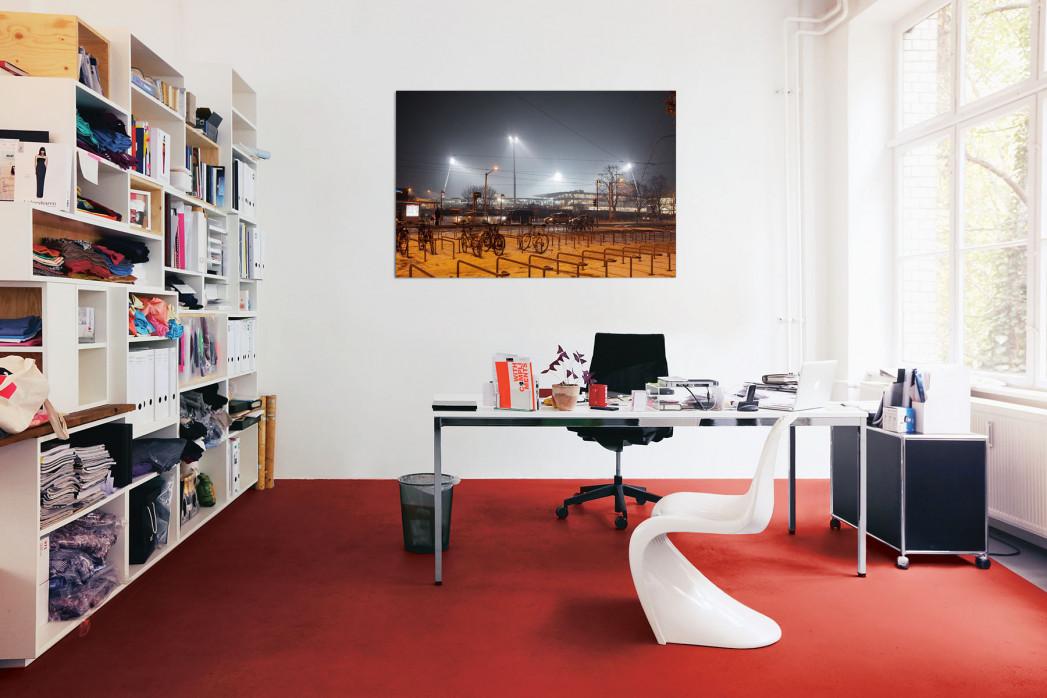 »Eintracht Stadion bei Flutlicht« in deinem Büro