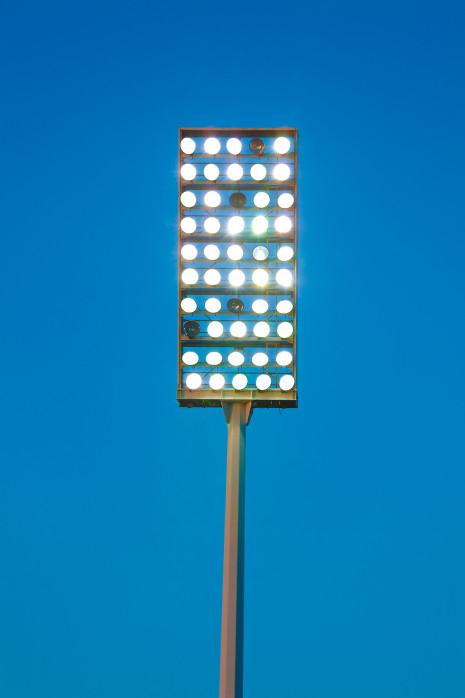 Flutlichtmast an der Hafenstraße - Fußball Foto Wandbild - 11FREUNDE SHOP