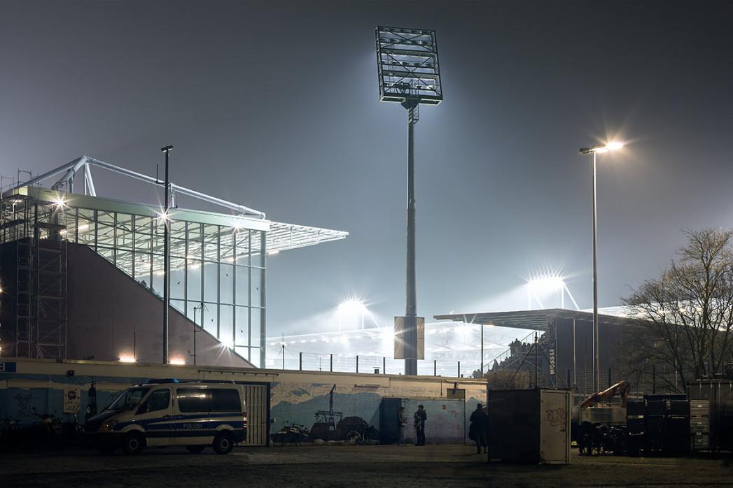 Millerntor-Stadion bei Flutlicht - Christoph Buckstegen - 11FREUNDE BILDERWELT