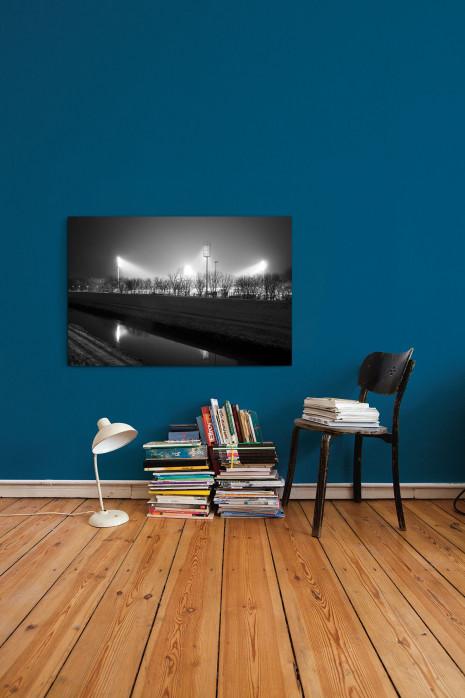 »Niederrheinstadion bei Flutlicht (s/w)« an deiner Wand