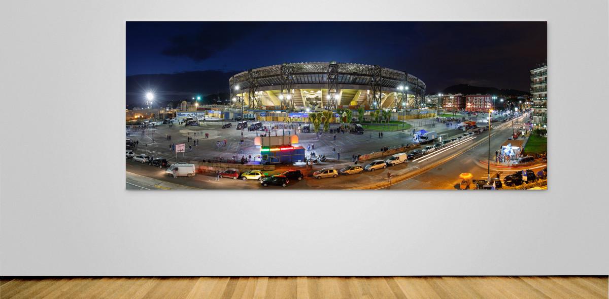 Stadio San Paolo bei Flutlicht (Panorama) - Fußball Wandbild - 11FREUNDE SHOP