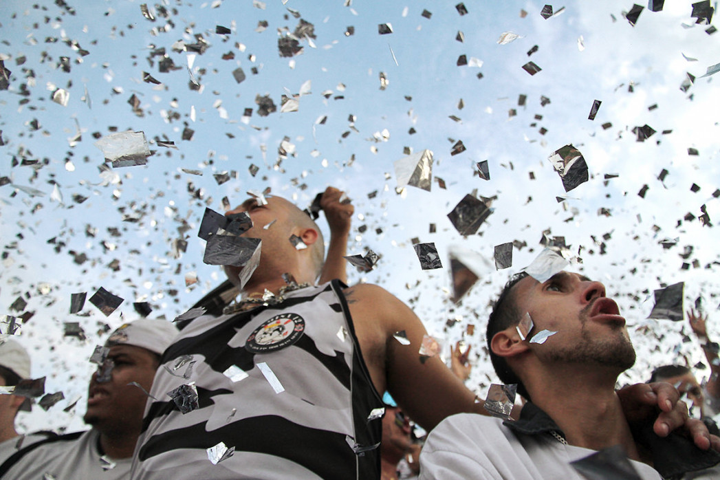 Corinthians Fans Celebrating (1) - Gabriel Uchida - 11FREUNDE BILDERWELT