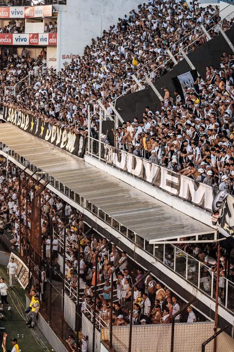 Terraces Full Of Supporters - Gabriel Uchida - 11FREUNDE BILDERWELT
