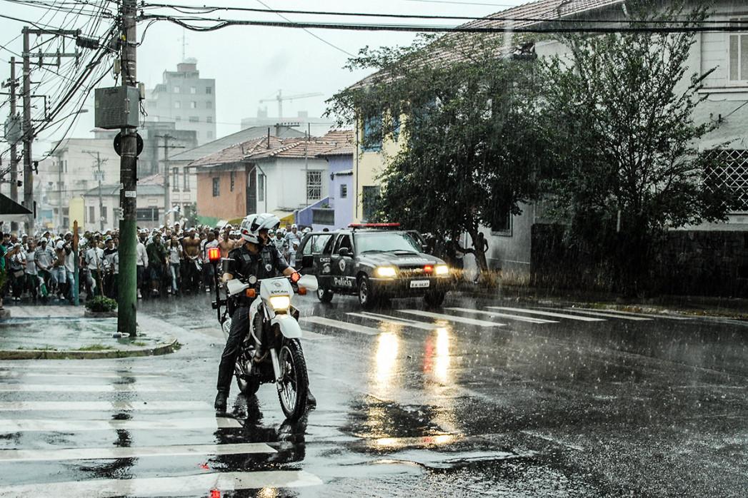 Palmeiras Fans Walking To The Stadium - Gabriel Uchida - 11FREUNDE BILDERWELT