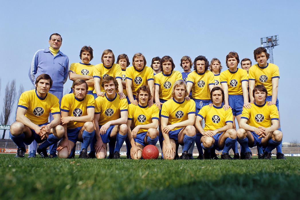 Eintracht Braunschweig Mannschaftsfoto 1973/74 - 11FREUNDE BILDERWELT