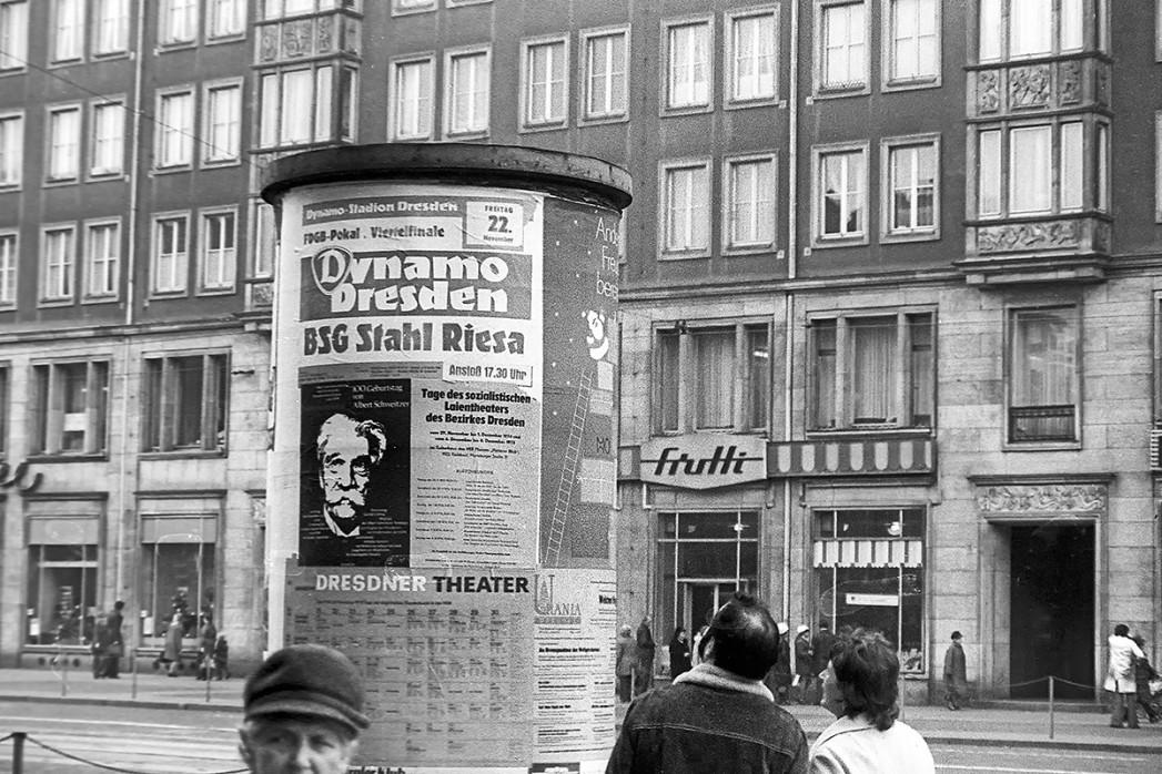Litfasssäule in Dresden - 11FREUNDE BILDERWELT