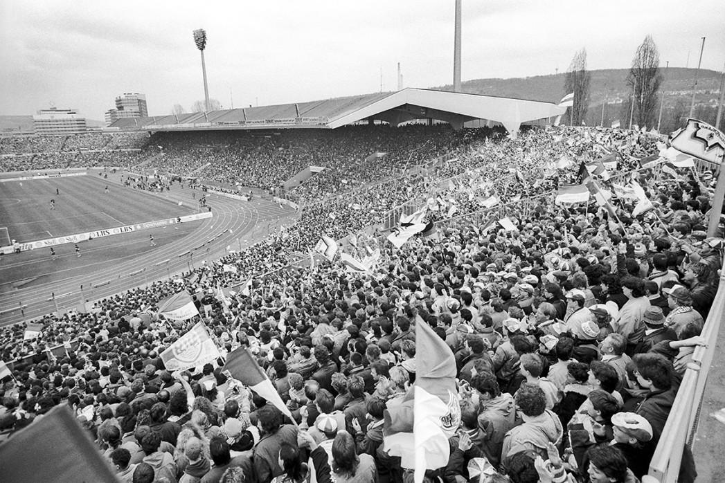Neckarstadion 1991 - Fußball Foto Wandbild - 11FREUNDE SHOP